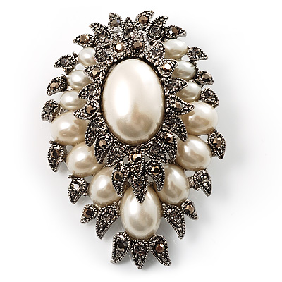 Oversized Vintage Corsage Faux Pearl Brooch (Light Cream) - main view