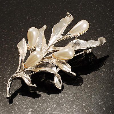 Matte Silver Tone Imitation Pearl Floral Brooch