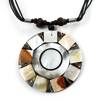 Round Mother-Of-Pearl Cotton Cord Pendant Necklace