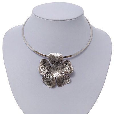 Burn Silver Tone Textured Flower Pendant Choker Necklace - 35cm Length