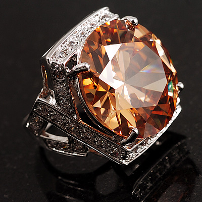 Exquisite Round-Cut Champagne Fashion Cocktail Ring